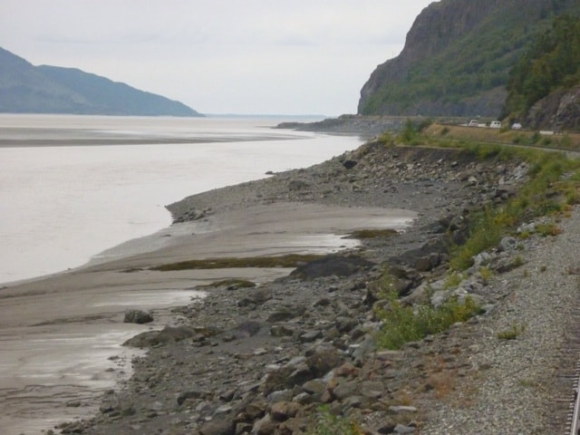 En voyage to the Sapphire Princess - Alaska Beaches from the railroad