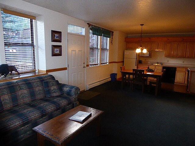 Wildwood Inn RMNP Lounge