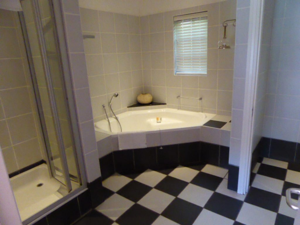 Hlangana Lodge Oudtshoorn bathroom