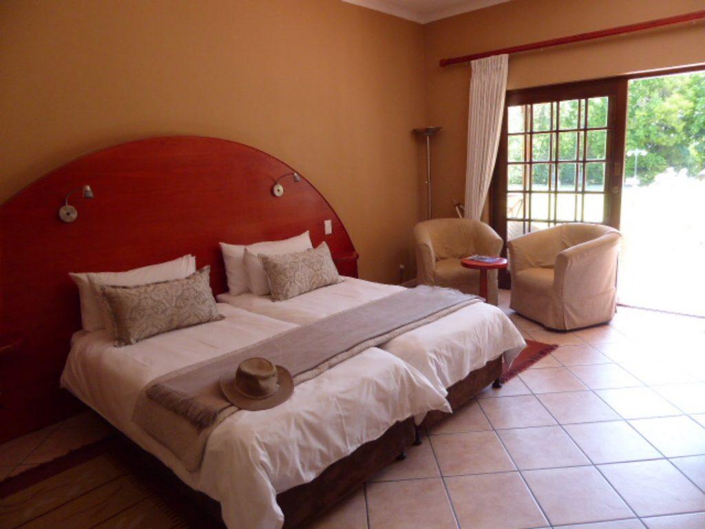Hlangana Lodge Oudtshoorn bedroom