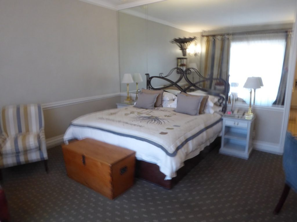 Cape Grace Hotel Bedroom