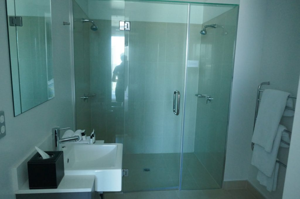 Adina Apartment Hotel Auckland bathroom