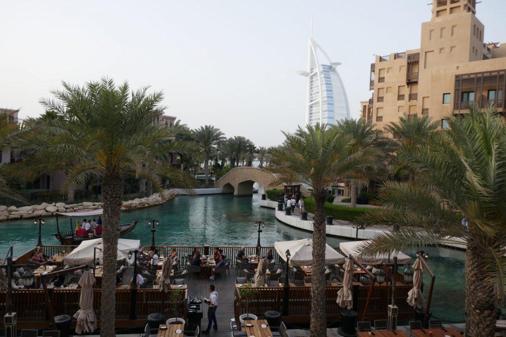 Do buy Dubai - Burj Al Arab - View across from the mall
