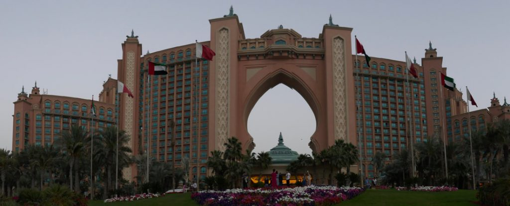 "Do Buy Dubai Atlantis on Jumeriah Palm - the ""self-declared"" eight wonder of the world"