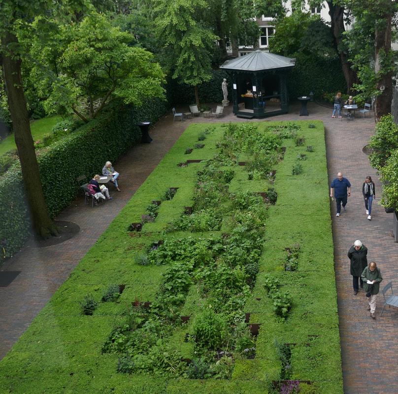 Amsterdam Day 3 Museum Het Grachtenhuis Garden